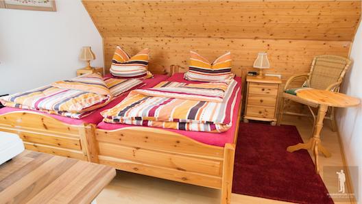 Zimmer links Doppelbett FW Sila 2
