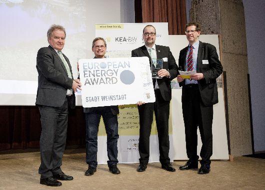 OB Scharmann nimmt die Auszeichnung des European Energy Award entgegen