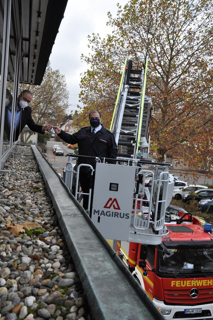 Übergabe der Drehleiter der Feuerwehr Weinstadt